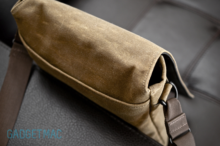 muzetto_outback_waxed_canvas_gear_bag_opening.jpg