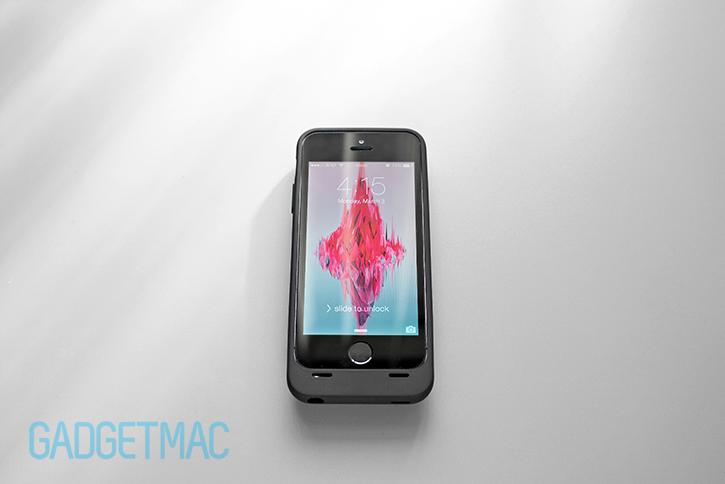 unu_aero_iphone_5s_wireless_charging_battery_case_black_top.jpg