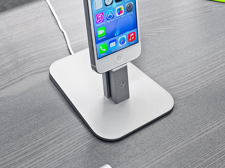 hirise_stand_dock_for_iphone.jpg