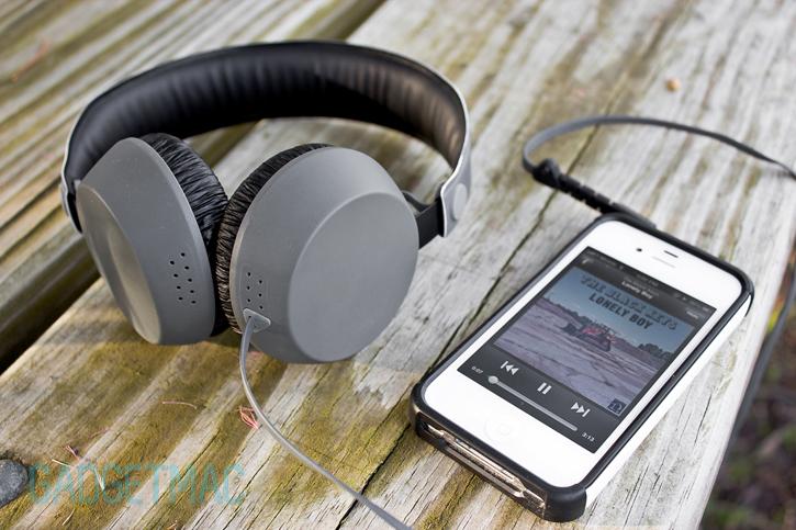 coloud_the_boom_headphones_gray_iphone.jpg