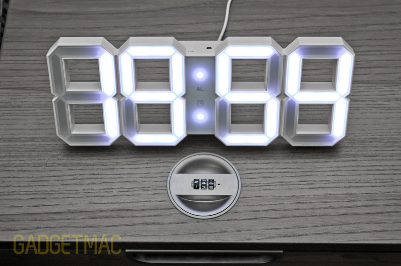 white_and_white_led_digits_clock_desk.jpg