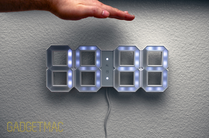 kibardin_white_led_clock_light_sensor_dimmed.jpg