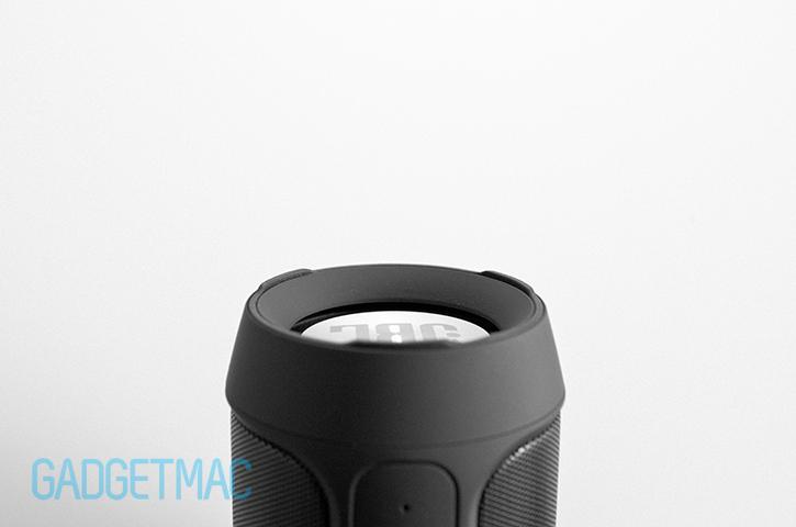 jbl-charge-2-speaker-side-rubber-feet.jpg