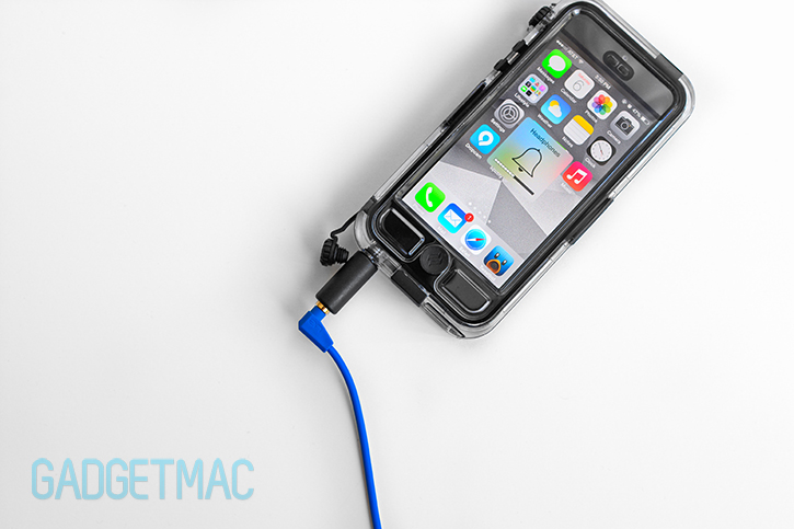 griffin_survivor_catalyst_iphone_5_waterproof_case_headphones.jpg