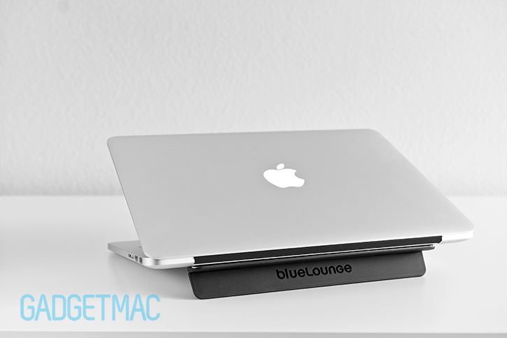 bluelounge_kickflip_stand_for_mac.jpg