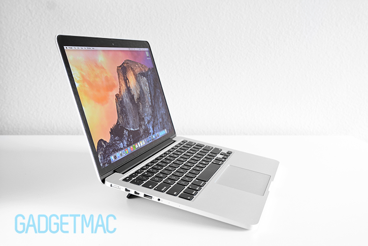 bluelounge_kickflip_stand_for_macbook_pro_7.jpg