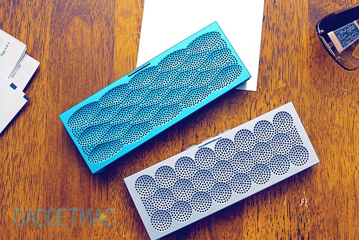jawbone_mini_jambox_silver_dots_aqua_scales.jpg