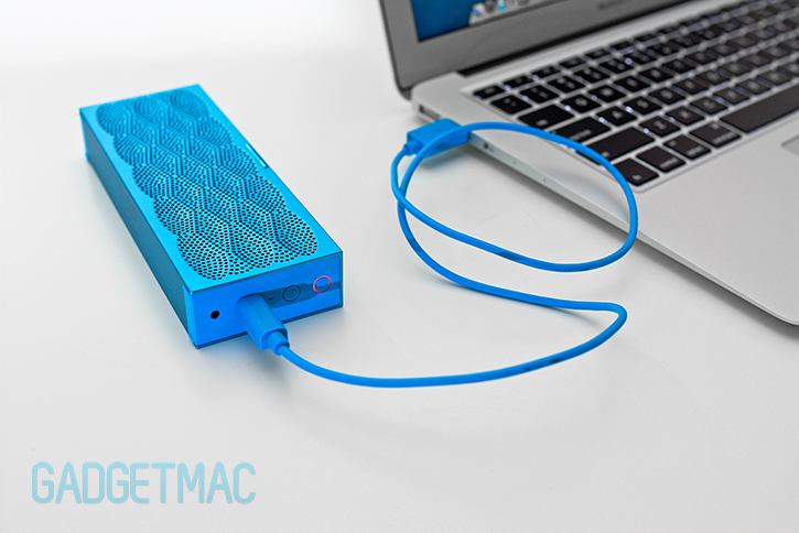 jawbone_mini_jambox_usb_charging.jpg