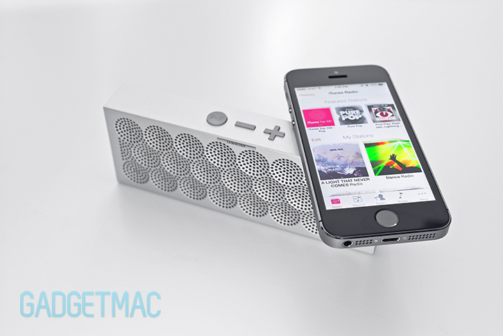 jawbone_mini_jambox_wireless_bluetooth_speaker_3_iphone_5s.jpg