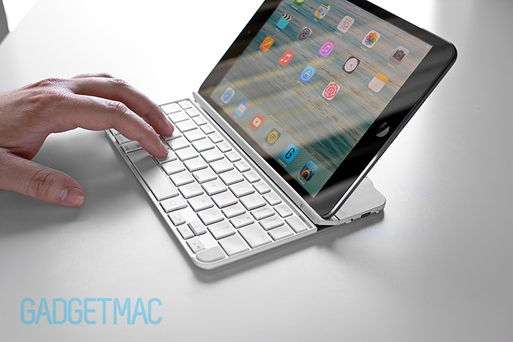 logitech_ultrathin_2_magnetic_aluminum_type_cover_for_ipad_air_ipad_mini.jpg