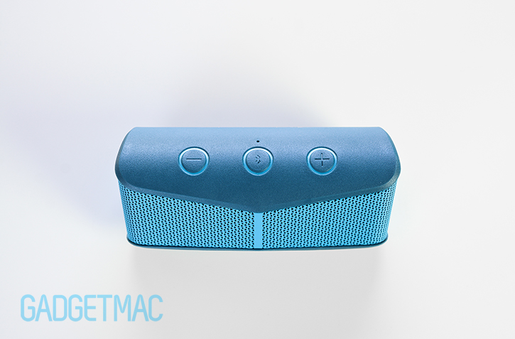 logitech_x300_mobile_wireless_speaker_top_buttons.jpg