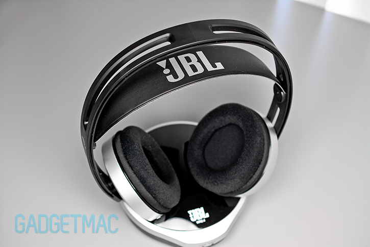 jbl_wr24_wireless_headphones_pads.jpg