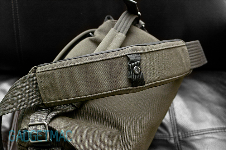 lowepro_pro_messenger_aw_shoulder_strap.jpg