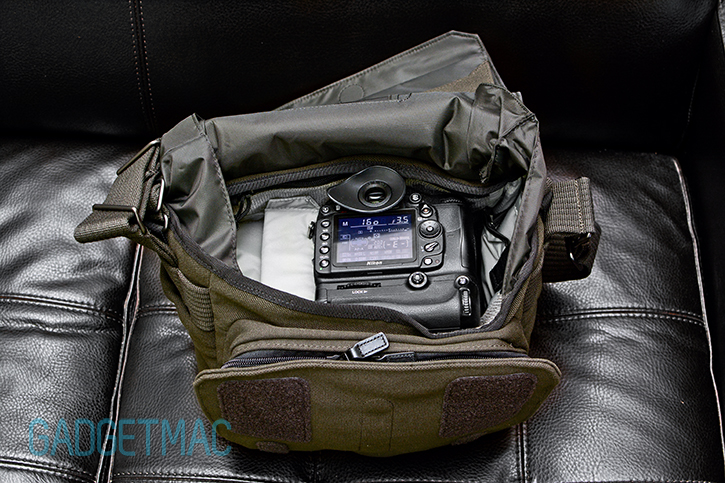 lowepro_pro_messenger_160_aw_interior_dslr_with_grip.jpg