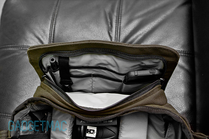 lowepro_pro_messenger_160_aw_interior_pocket.jpg