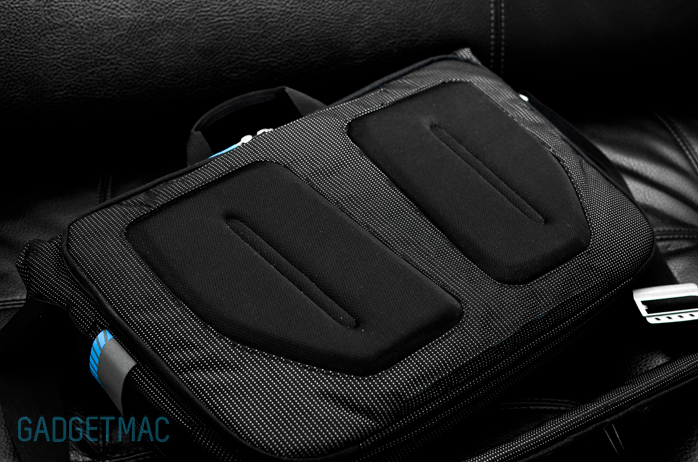 Thule Crossover Messenger Bag Back Pads.jpg