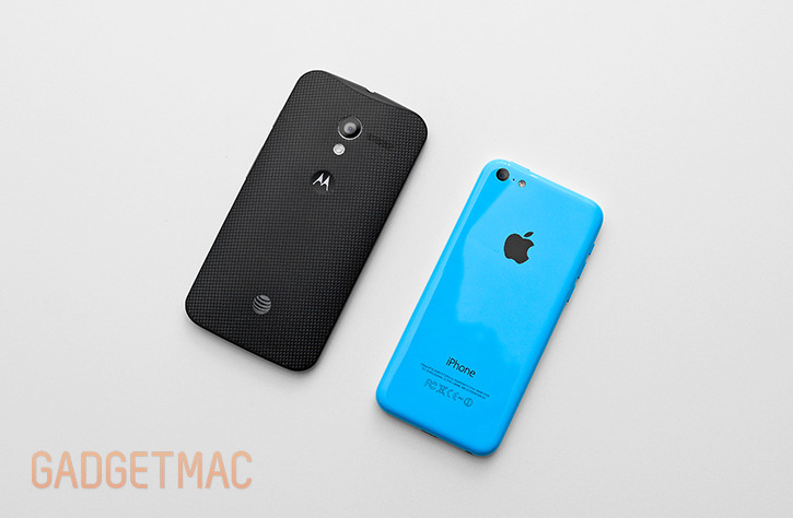 apple_iphone_5c_blue_vs_black_moto_x.jpg