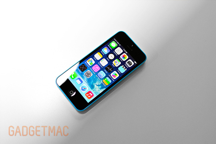 apple_iphone5c_blue_top_hands_on.jpg
