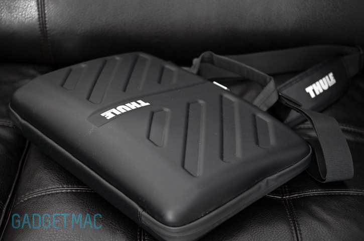 thule_attache_macbook_pro_clamshell.jpg
