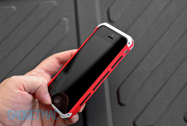 element_case_solace_iphone_5s_case_side_grip.jpg