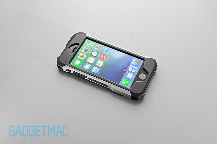element_case_rogue_al_iphone_5s_tactical_carbon_fiber_aluminum_case.jpg