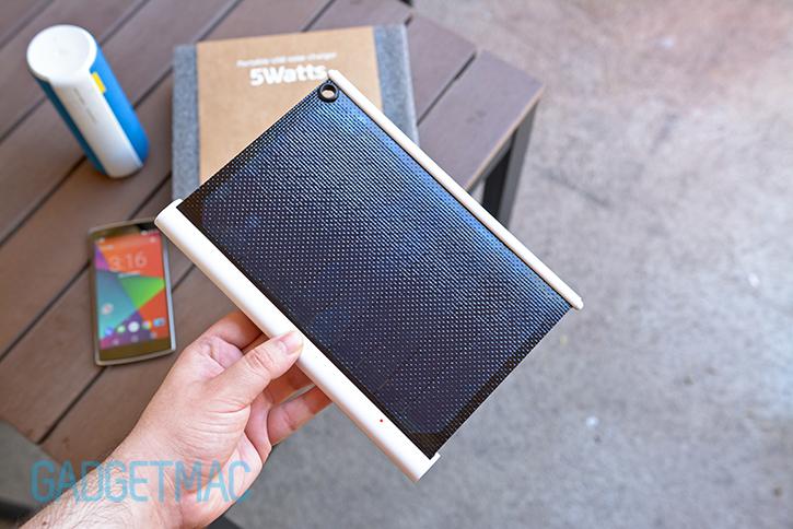 solarade_portable_solar_charger_2.jpg