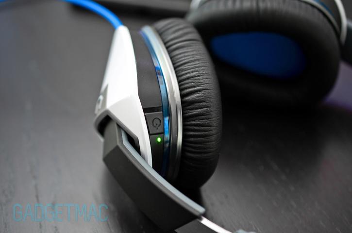 logitech_ue_6000_headphones_noise_canceling_power.jpg