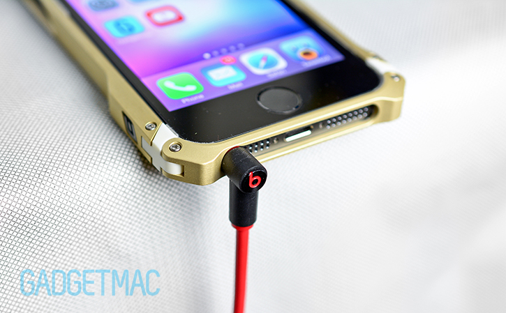 element_case_sector_5_au_gold_aluminum_iphone_5s_case_headphone_jack.jpg