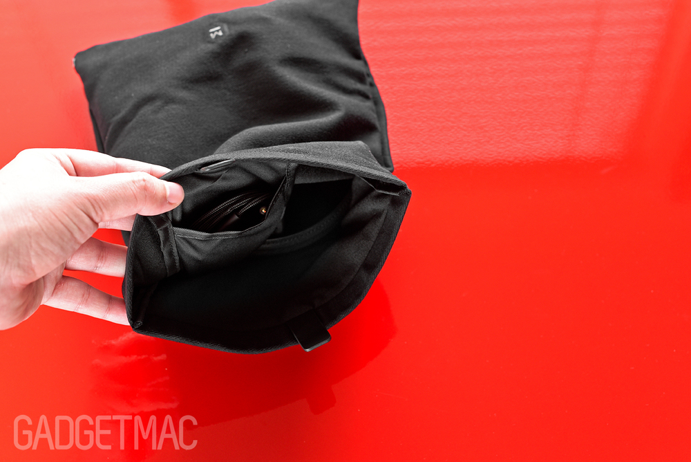 master_and_dynamic_mh40_canvas_carry_pouch_interior.jpg