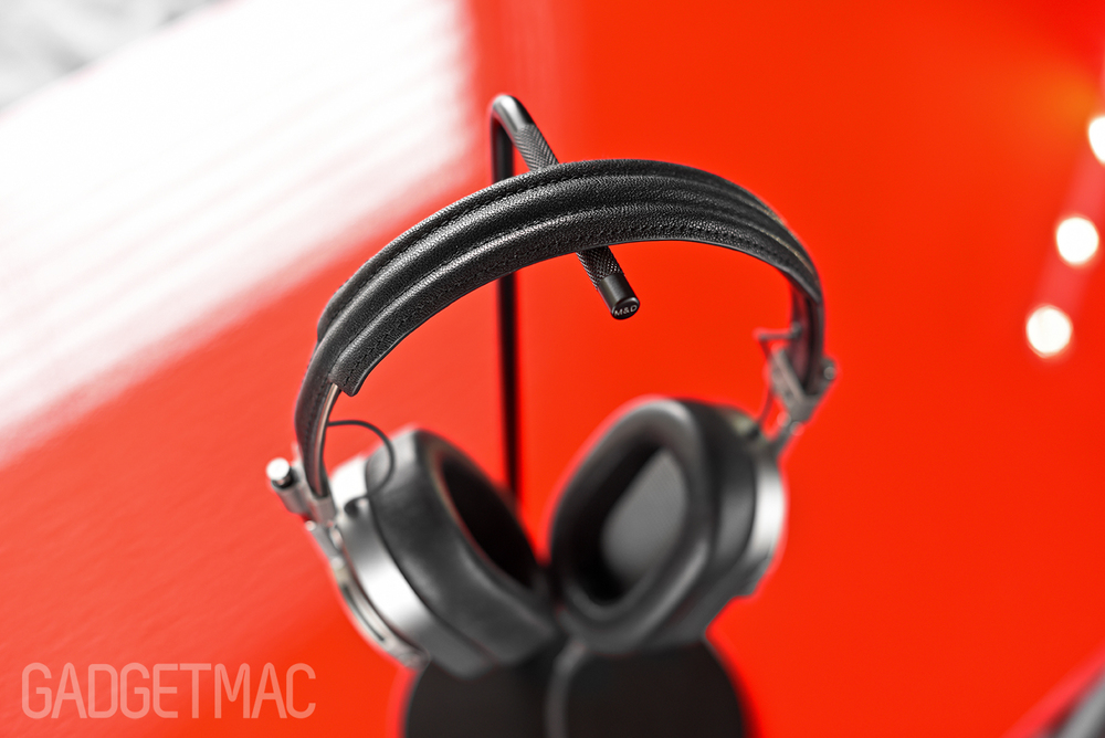 master_and_dynamic_headphone_stand_with_mh40.jpg