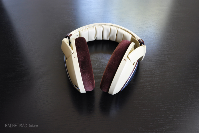 Sennheiser HD 598 headphones left right.jpg