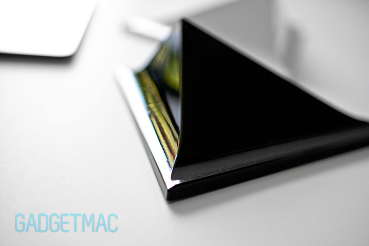 facet_pyramid_magnetic_ipad_stand_curved_slope.jpg