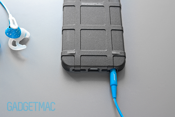 bose_freestyle_iphone_5s_with_case.jpg