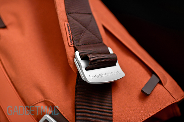 bluelounge_messenger_bag_quick_release_lever.jpg