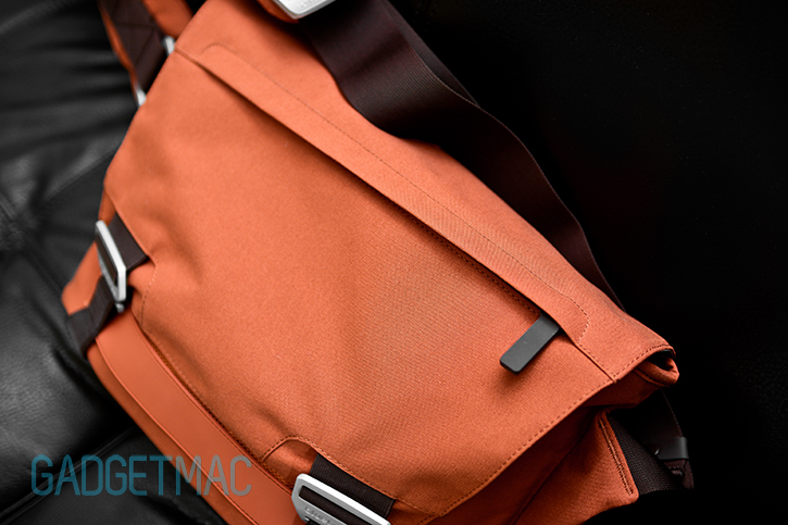 bluelounge_messenger_bag_rust_top.jpg