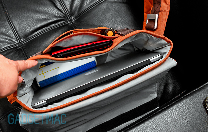 bluelounge_messenger_bag_interior_macbook_air_main_compartment.jpg