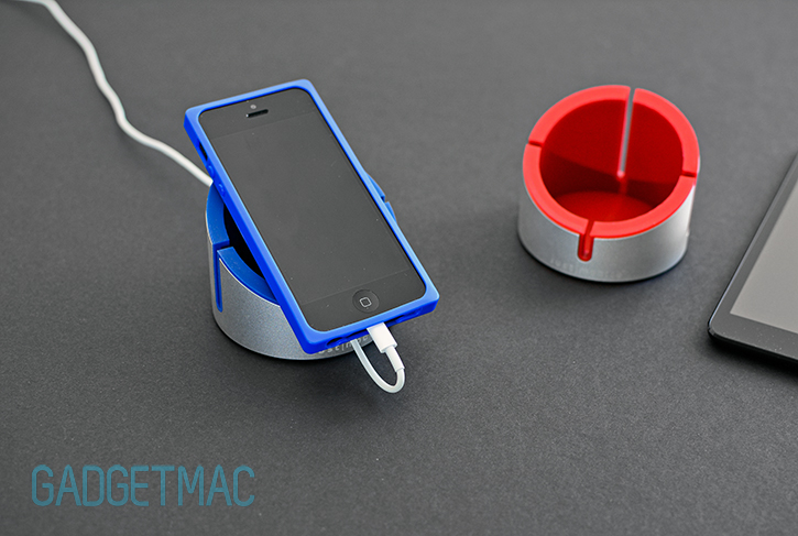 just_mobile_alucup_desktop_stand__iphone_5_charging.jpg