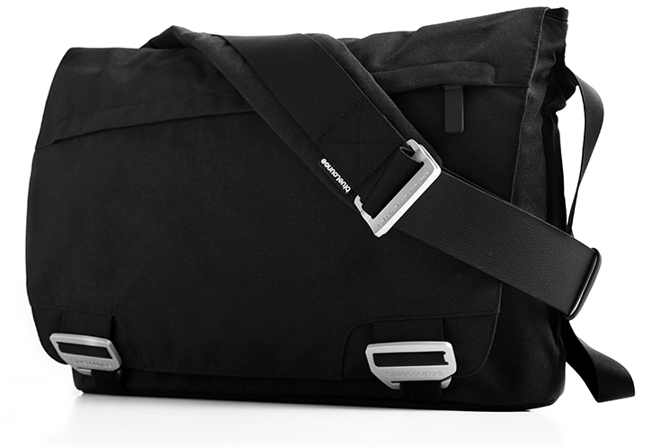 Bluelounge MacBook Pro/Air Messenger Bag Review — Gadgetmac