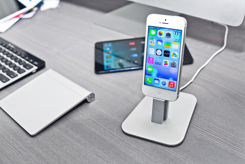 twelve_south_hirise_iphone_5_ipad_mini_stand_dock_hero.jpg