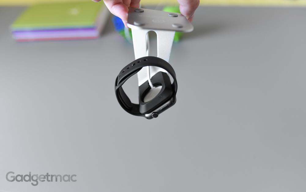 spigen-s330-apple-watch-stand-dock-magnetic-charging-1.jpg