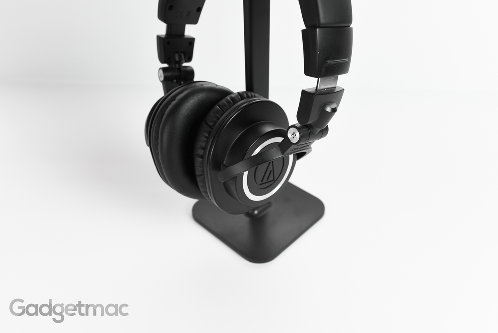 bluelounge_posto_headphone_stand_clamping_2.jpg