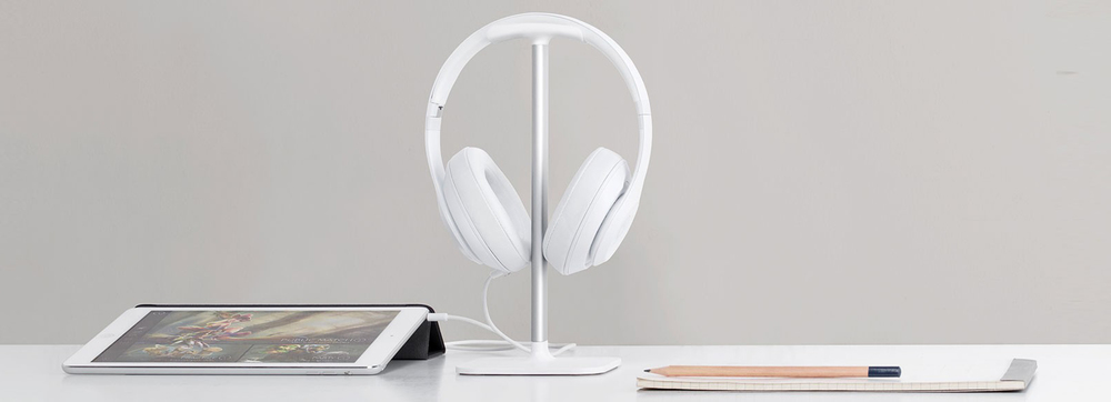 bluelounge-white-posto-headphone-stand-hanger.jpg