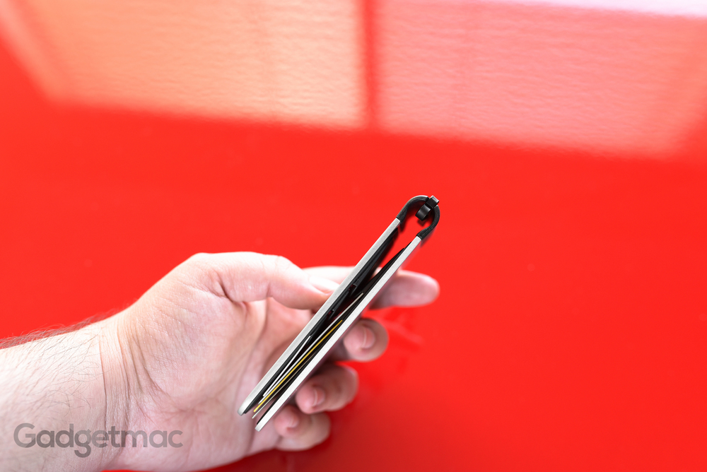 dosh_alloy_aluminum_card_wallet_thickness.jpg