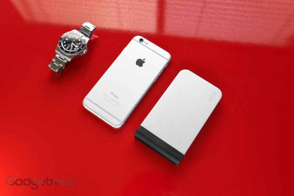dosh_alloy_aluminum_card_wallet_iphone_6_size_comparison.jpg