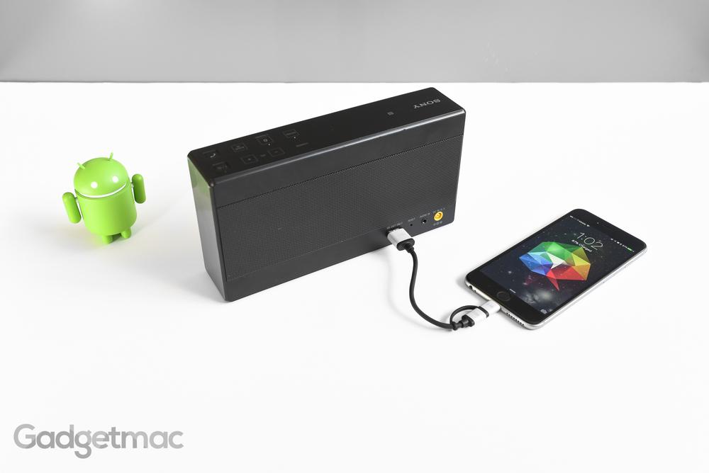 sony-srs-x55-portable-speaker-usb-charging-port.jpg