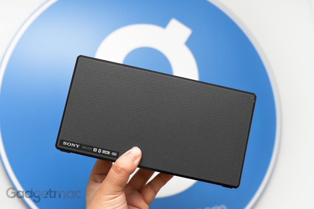 sony-srs-x55-portable-wireless-speaker-size-comparison.jpg