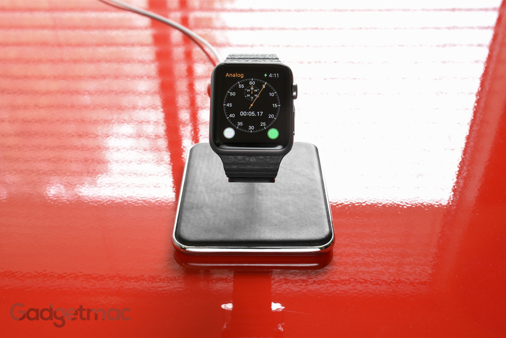 forte-premium-metal-apple-watch-charging-stand-dock.jpg