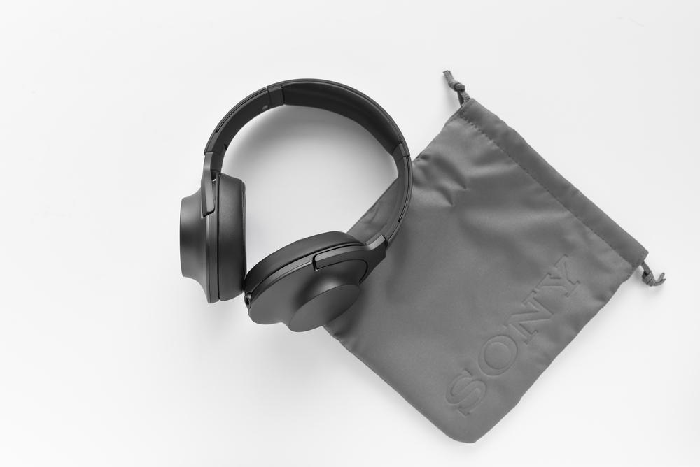 sony-hear-on-headphones-black.jpg