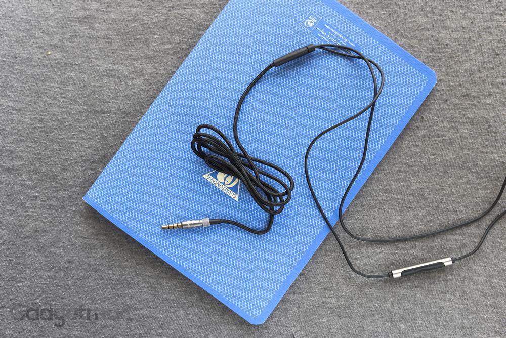 rha-s500i-in-ear-headphones-aluminum-plug-and-braided-cable.jpg