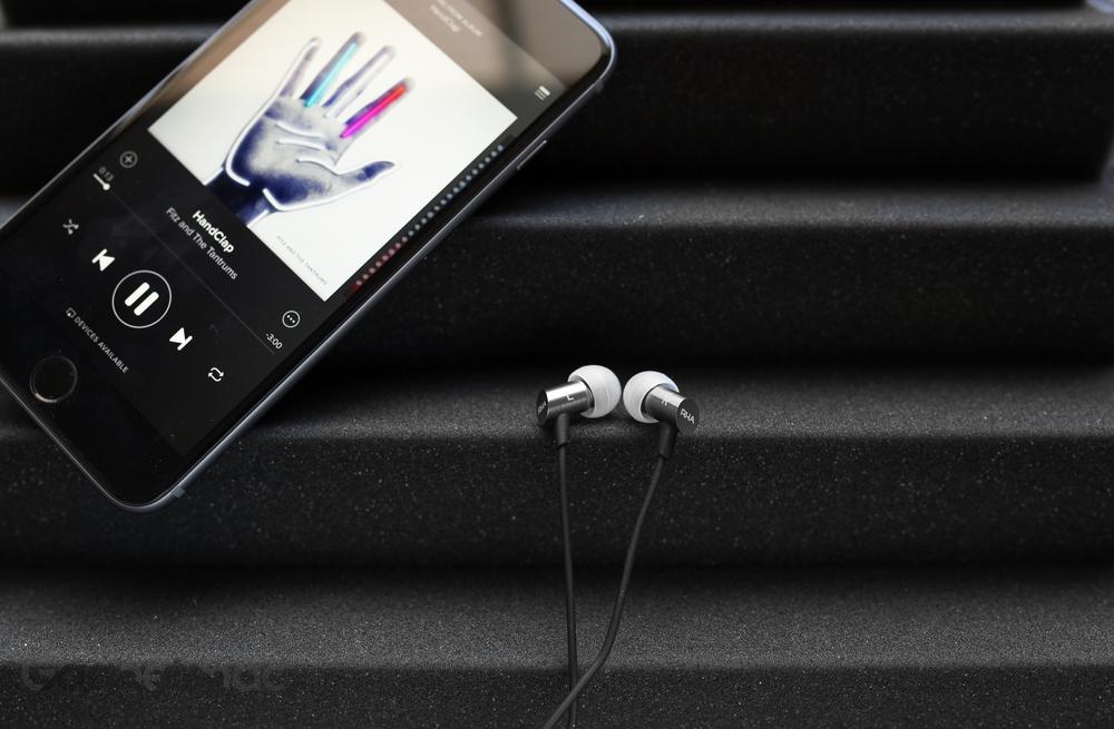 rha-s500i-in-ear-headphones-iphone-6s-plus-2.jpg